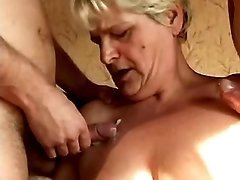 Hottie mom model filmed in porn videos