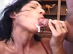 Mature plays w dildo n fucks n catch cum w mouth