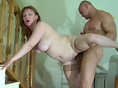Viola&Nicholas seductive mom on video