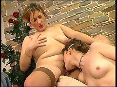 Elisabeth&Ninette pussylicking mom in action