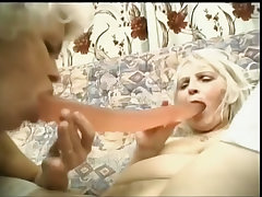 Granny budai gets a lesbian friend to gape her