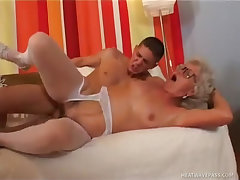 Mature granny takes hard fuck lesson by young guy