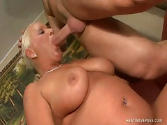 Busty granny vass fucked in her pussy with fingers and cock