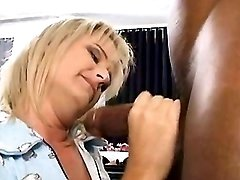 Mature has oral n gets pussylicking