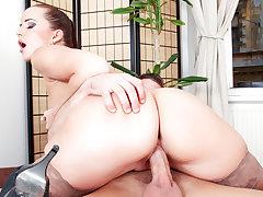 My Friend's Horny Mom 03