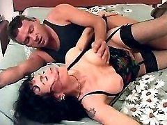 Mature does blowjob and has hot sex